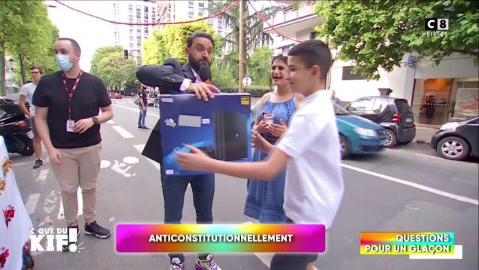 """""""Questions pour un glaçon"""" : Cyril Hanouna offre des régalades dans la rue aux passants !"""