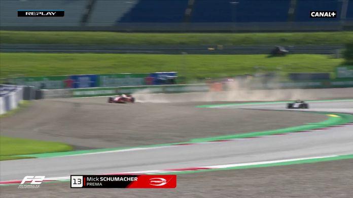 Schumacher part dans les graviers : GP d'Autriche F2