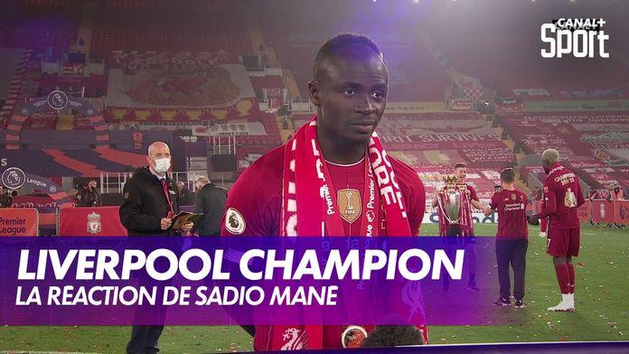 La joie de Sadio Mané après la remise du trophée : Premier League