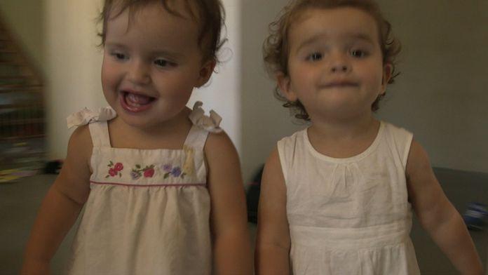Parents de jumeaux : ils voient la vie en double