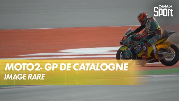 La moto de d'Augusto Fernández prend feu ! : Moto2
