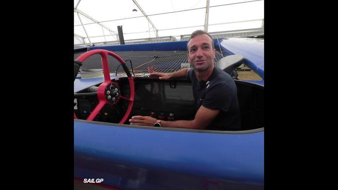 Leçon de pilotage sur le bateau français