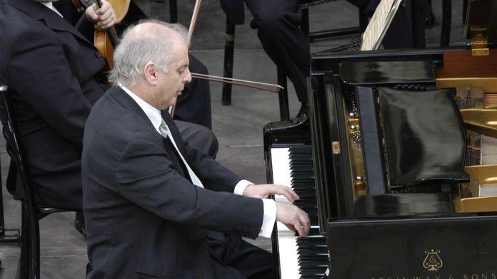 Brahms - Concerto pour piano n°1 interprété par Simon Rattle et Daniel Barenboïm