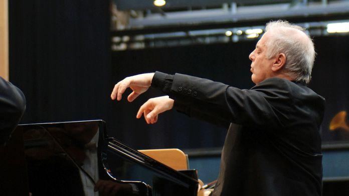 Beethoven - Concerto pour piano n°3, dirgié et joué par Daniel Barenboim