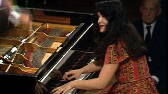 Tchaïkovski - Concerto pour piano n°1 joué par Martha Argerich