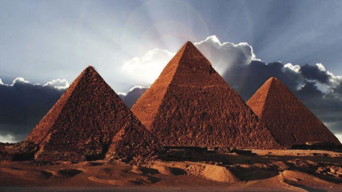 Le Monde de Khéops: des papyrus lèvent une partie du mystère des pyramides