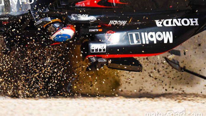 Le terrible crash d'Alonso à Melbourne en 2016