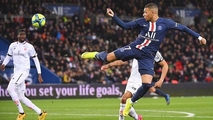 Rennes suit le rythme, Monaco cale