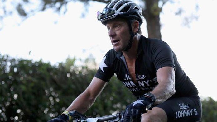 «L'EPO est un produit sûr» : Lance Armstrong parle des bienfaits des produits dopants dans un documentaire