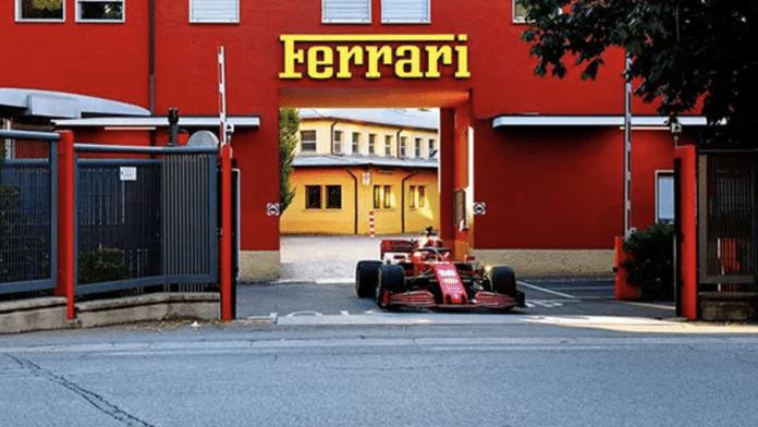 Leclerc pilote dans les rues de Maranello