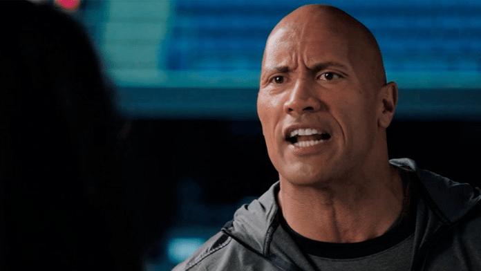 The Rock revient au catch avec Une Famille sur le ring