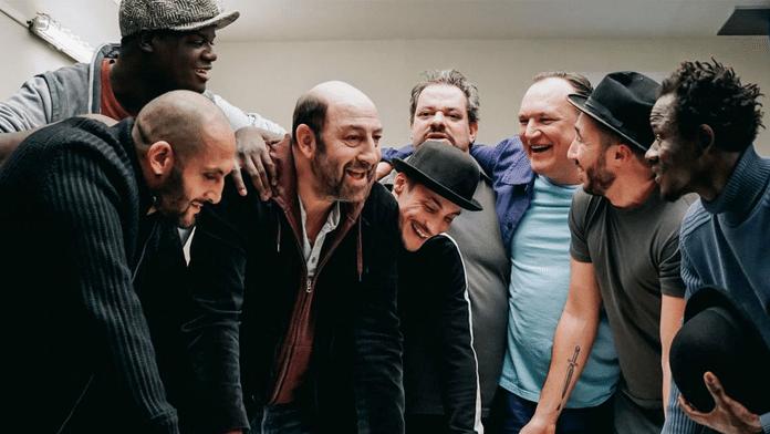 Un Triomphe : Kad Merad organise l'évasion des prisonniers par le théâtre